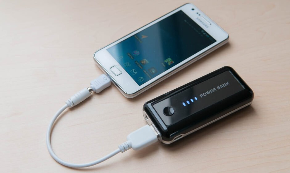 Power-Pack mit Smartphone