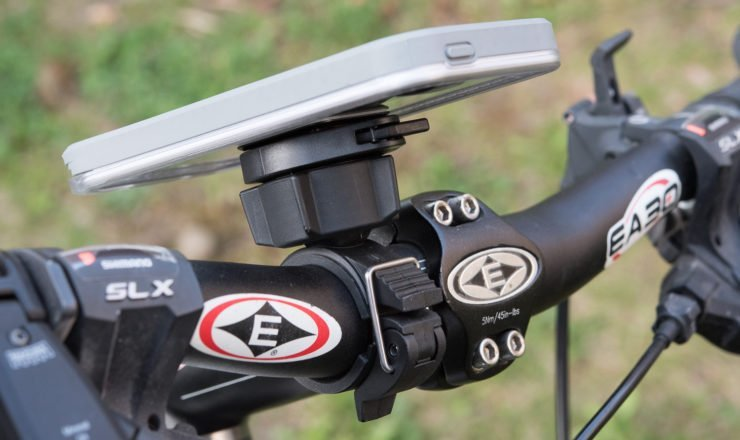 Smartphone auf Lifeproof Bike+Bar Mount Magnethalter