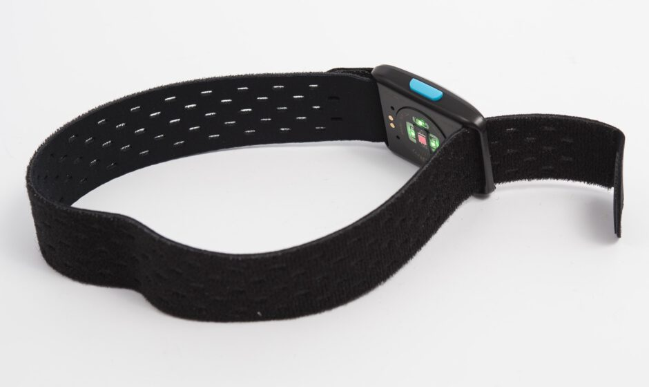 Wahoo TICKR fit am Armband mit aktiven LEDs
