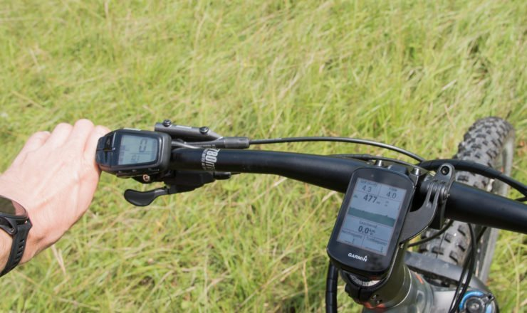 Das Display des Garmin Edge 830 am eMTB